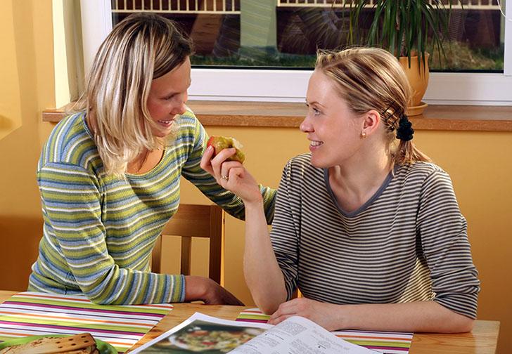 woman fingering cumming pussy