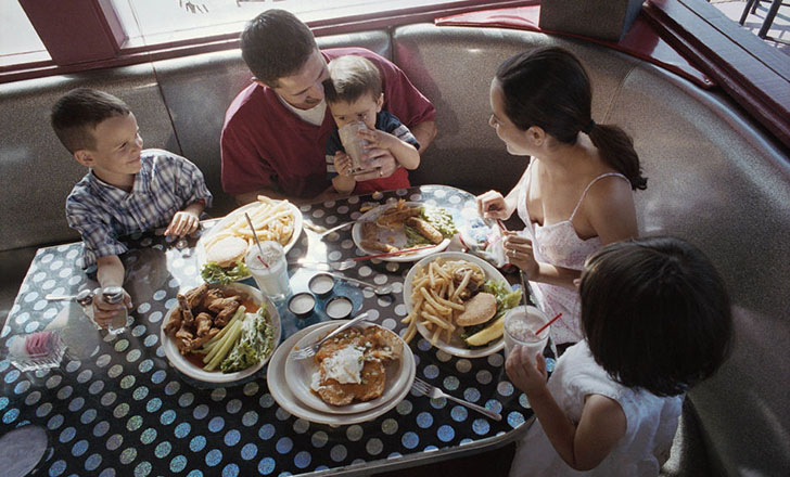 Family-dining-out.jpg