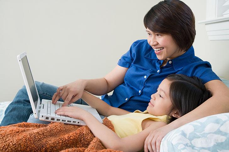 Mom-daughter-computer.jpg